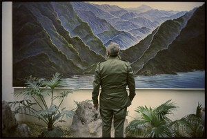 president-fidel-castro-in-front-of-a-mural-of-the-sierra-maestra-mountains-where-the-cuban-revolution-began3