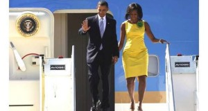 Obama y Michelle saliendo del Air Force One 01 _ab